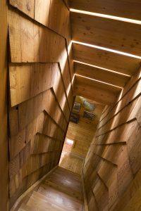 escalier-bois-min-200x300